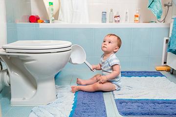 дети в туалете
