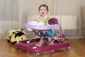 ребенок развивает двигательную активность