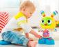 ребенок 4 лет играет