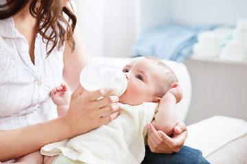 кормление ребенка смесью