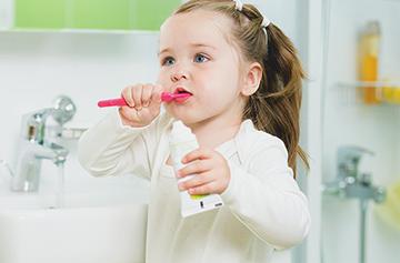 самостоятельная чистка зубов