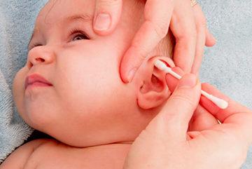 чистим уши малышу