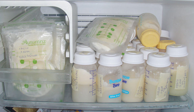 храним молоко в морозилке