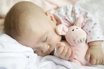 afcd58419ead61680a3dfa3bb29e6963_360x240-360x240 Мягкие игрушки в кроватку для новорожденных: что купить для сна и развития