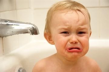 Как правильно мыть голову ребенку 2 года thumbnail